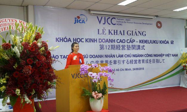 Bà Lê Thị Hồng Yến – đại diện Kim Khí Tây Nguyên tham dự lễ Khai giảng khóa học kinh doanh cao cấp – Keieijuku khóa 12